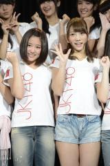 JKT48の専用劇場で意気込みを語った仲川遥香(左)と高城亜樹 (C)JKT48 Project