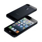 『iPhone5』の背面はアルミパネルを採用したツートンカラーになっている(写真はブラック&スレート)