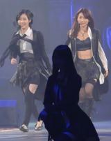 """AKB48の28thシングル「UZA」(ウザ)で""""Wセンター""""を務める大島優子(右)と松井珠理奈(撮影:鈴木かずなり)"""