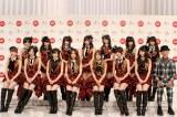 『第63回NHK紅白歌合戦』の「紅白応援隊」に就任したAKB48とテリー伊藤 (C)ORICON DD inc.