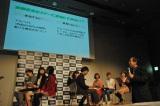 横浜国立大学教育人間科学部の西村隆男教授(右)が大学生と共にVisa金融教育プログラムを実践