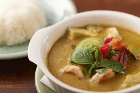 タイ料理クルン・サイアム アティックの「アボガドとユーグレナの栄養たっぷりグリーンカレー」(1200円)