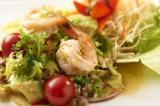 タイ料理クルン・サイアム アティックの「アボガドとユーグレナの美肌効果抜群サラダ」 (980円)