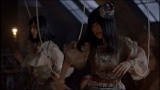 AKB48新曲「UZA」のミュージックビデオより(写真左から:島崎遥香、指原莉乃)