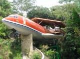 飛行機が客室に! 「死ぬまでに泊まりたい、世界の奇妙なホテル 16選」に選ばれた『ホテル コスタ ヴェルデ』(コスタリカ)
