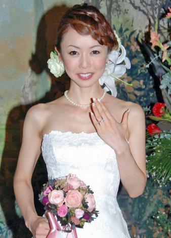 宮崎宣子アナ、純白花嫁姿で満面...