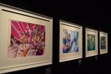 明日より開催される荒木飛呂彦氏の原画展『ジョジョ展』。色鮮やかな原画が黒い壁に映えている (C)ORICON DD inc.