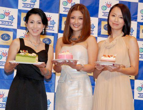 『スーパーコラボスイーツ2012』完成披露会に出席した(左から)西村知美、石川梨華、鈴木亜美 (C)ORICON DD inc.