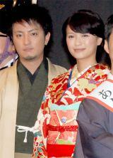 舞台あいさつに初めて和装姿で登場した榮倉奈々(右)と上地雄輔 (C)ORICON DD inc.