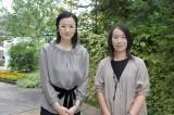 1月スタートのTBS金曜ドラマ『夜行観覧車』に主演する鈴木京香(左)と原作者の湊かなえ氏(右)(C)TBS