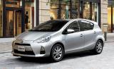 10月の新車販売台数ランキングで初の首位に立ったトヨタ自動車の小型HV『アクア』