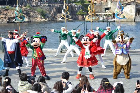 東京ディズニーシーできょう7日よりスタートしたクリスマスのスペシャルイベント「ホリデーグリーティング・フロム・セブンポート」の様子 (C)ORICON DD inc.