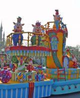東京ディズニーランドのパレード「ディズニー・サンタヴィレッジ」に三匹の子ぶたが初登場! (C)ORICON DD inc.