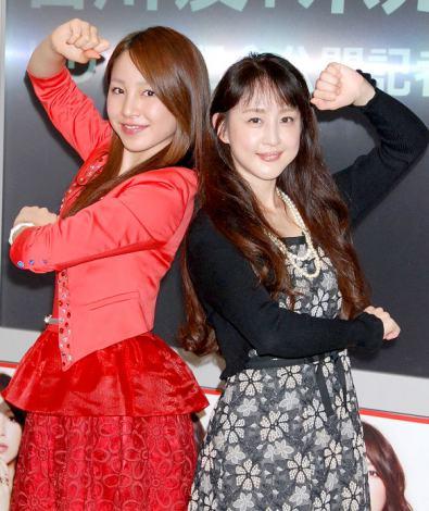 カバーアルバム『ボカリスト?』リリース記念公開イベントを行った(左から)吉川友、相田翔子(WINK) (C)ORICON DD inc.