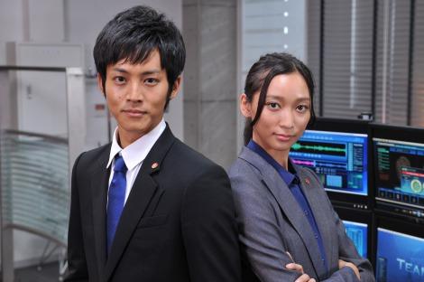 ドラマ『リバース〜警視庁捜査一課チームZ〜』で主演を務める松坂桃李(写真左)とヒロイン役の杏
