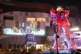 【GUNDAM STAND ATOP TOKYO WINTER Ver.】ガンダムサンタの映像と実物大ガンダム立像が共演 (C)創通・サンライズ