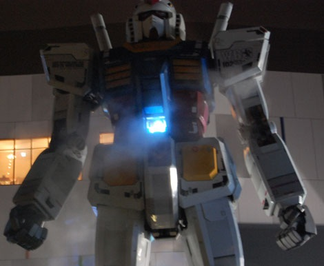【GUNDAM STAND ATOP TOKYO WINTER Ver.】コクピットにはアムロの姿が!? (C)創通・サンライズ