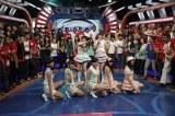 インドネシアの人気音楽番組『dahsyat』に出演したJKT48(前列中央=仲川遥香、後列右=高城亜樹) (C)JKT48 Project