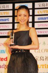 『宝島社 日本ファッションリーダーアワード 2012』授賞式に参加した上戸彩 (C)ORICON DD inc.