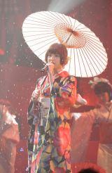 紅組キャプテンの篠田麻里子 「第2回AKB48紅白対抗歌合戦」にて【撮影:鈴木一なり】