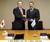 (右から)INTERPOL Secretary General Ronald K. Nobel氏、NEC代表取締役執行役員社長遠藤信博氏