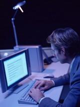 パソコンなどのデジタル機器を長時間使用することで、頭痛が生じるケースが近年で増加している