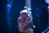テイラー・スウィフトが新曲「トラブル」のMVでキスシーンを披露