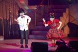 """自身初のソロコンサートでゲストの鈴木福(左)と""""マルモリダンス""""を披露した芦田愛菜"""