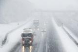 普段通いなれた道でも、冬の雪道は最新の注意が必要!