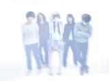 今回のアーティスト写真で初めて素顔を公開した男女5人組バンド・パスピエ