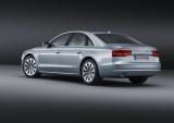 『Audi A8 hybrid』側面。