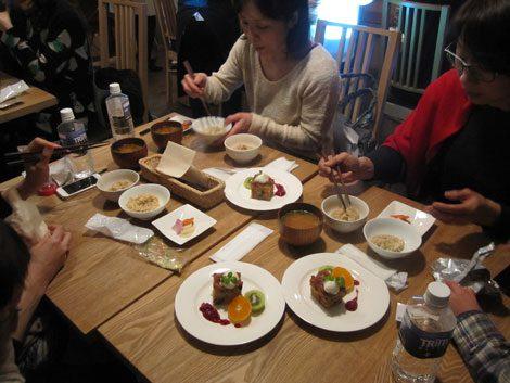 水素水で炊いた玄米を試食したユーザーは、その甘みや食感の変化に注目していた
