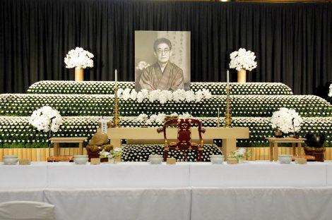 映画監督の大島渚さんの通夜で飾られた祭壇 (C)ORICON DD inc.