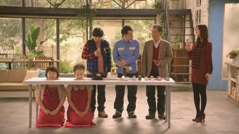 16年ぶりにCM共演したピンクの電話(左端2人) その他キャストは(左から)バナナマン(日村勇紀、設楽統)、高田純次、佐々木希