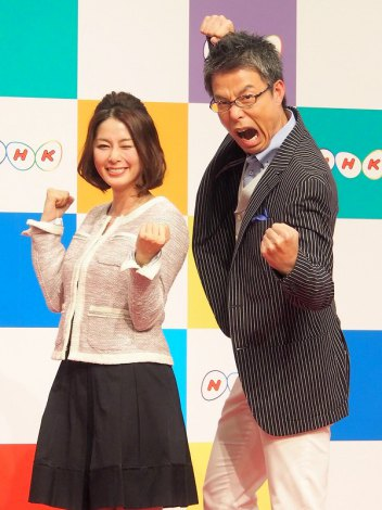 NHKの新年度番組のキャスター発表会見に出席した(左から)杉浦友紀アナ、松尾剛アナ (C)ORICON DD inc. (C)ORICON DD inc.