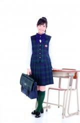 高校サッカーで優勝した宮崎・鵬翔高等学校の制服を着用したまゆゆ