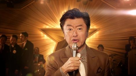新CMで新曲「おいしい秘密」を披露する桑田佳祐