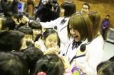 AKB48高橋みなみらは釜石中学校(岩手県釜石市)を訪問(C)AKS