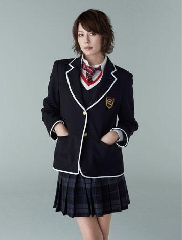 """【画像あり】 米倉涼子、""""35歳""""のミニスカ女子高生制服姿 これはありだわw"""