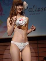 SEXYなモデルが新作の水着と下着を披露【水着と下着のファッションショー『三愛コレクション 2013 SSショー』】 (C)ORICON DD inc.