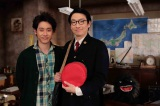NHK・BSプレミアム『小林賢太郎テレビ5』で初共演する小林賢太郎(右)と大泉洋(左) (C)NHK