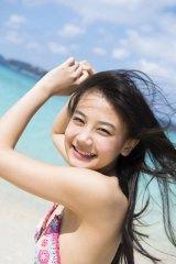 卒業旅行をテーマにした沖縄パートの水着写真