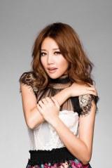 主題歌「恋の魔力」を中国語でカバーした「A-Lin+」ことA-Lin