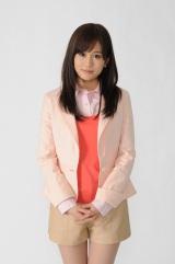 前田敦子が女優業本格始動。SMAP香取主演のフジテレビ系新ドラマ『幽かな彼女』で初の教師役に挑戦 (C)関西テレビ