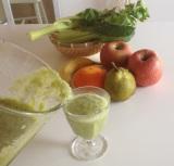 朝は酵素たっぷりな生野菜やフルーツを積極的に摂り入れるとベスト