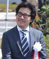 世界初となるドライブスルー形式でのメガネの販売窓口『ドライブスルーJINS』をオープンさせた、代表取締役・田中仁氏 (C)ORICON ME inc.