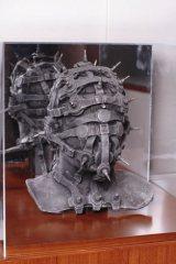 『hide MUSEUM』で披露予定の仮面のオブジェ