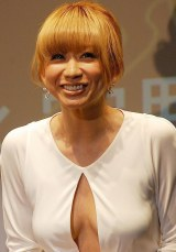 セクシーなドレスで登場した倖田來未 (C)ORICON NewS inc.