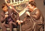 マツコ・デラックスのボディタッチに苦笑いを浮かべる椎名桔平 (C)ORICON DD inc.