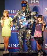 ロボットバンド・Z-MICHINESのデビューライブ『ZIMA presents Future Party』に出席した(左から)AMO、MACH(Z-MICHINES)、AYAMO (C)ORICON NewS inc.